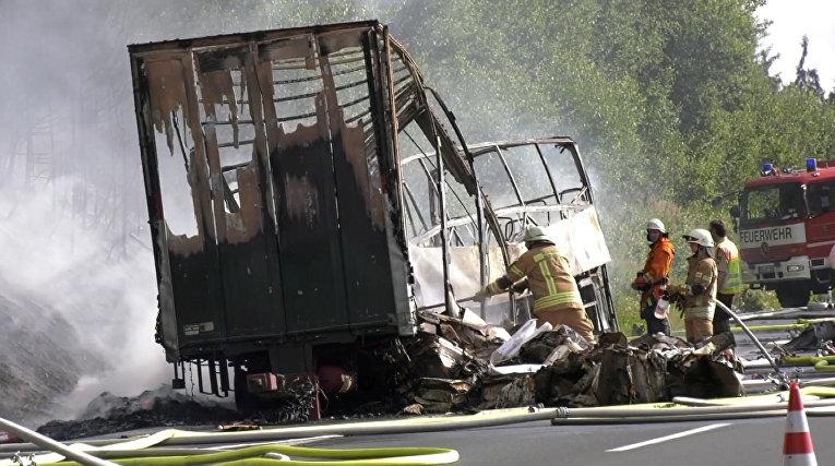 Тяжелое ДТП вБаварии: рейсовый автобус столкнулся с фургоном