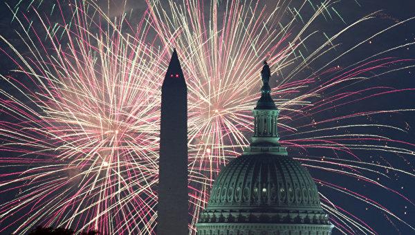 Салют в честь Дня независимости США . Архивное фото