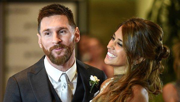Лионель Месси с супругой