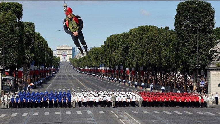 Президент Франции ватомной подлодке стал героем юмористических фотожаб