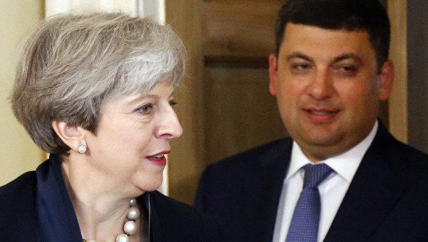Премьер-министр Великобритании Тереза Мэй приветствует премьер-министра Украины Владимира Гройсмана на двусторонней встрече