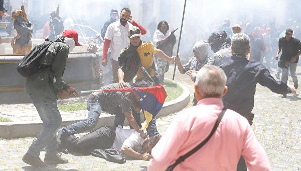 Марадона объявил ожелании сражаться заВенесуэлу настороне Мадуро
