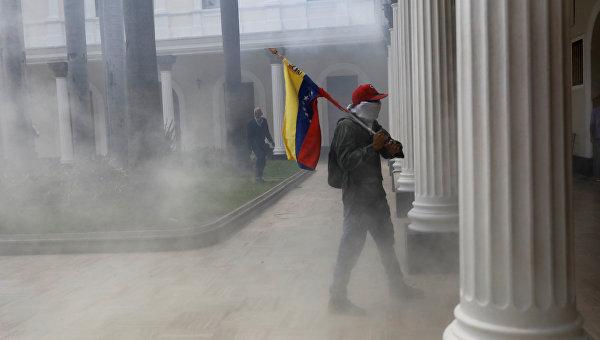 Беспорядки под парламентом Венесуэлы в Каракасе. Архивное фото