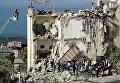 Обрушение жилого дома в Неаполе, под завалами люди