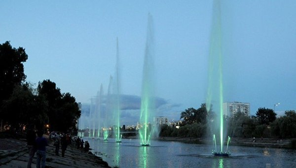 На Русановском канале в Киеве заработали светомузыкальные фонтаны
