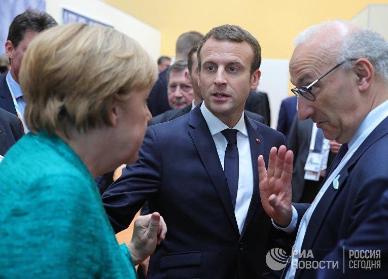 Канцлер Германии Ангела Меркель и президент Франции Эммануэль Макрон (слева направо) на полях саммита лидеров Группы двадцати G20 в Гамбурге