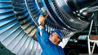 Работник Siemens. Архивное фото