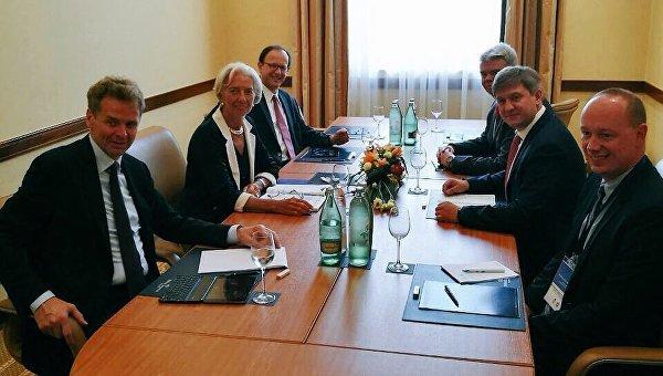 Министр финансов Украины Александр Данилюк обсудил с директором-распорядителем Международного валютного фонда Кристин Лагард вопросы сотрудничества Украины