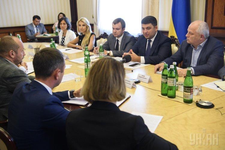 Премьер-министр Владимир Гройсман провел специальное совещание по вопросам развития авиасообщения в Украине