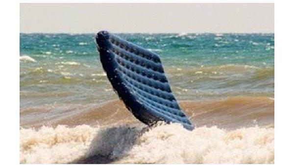 Наодесском пляже ребенка наматрасе унесло вморе