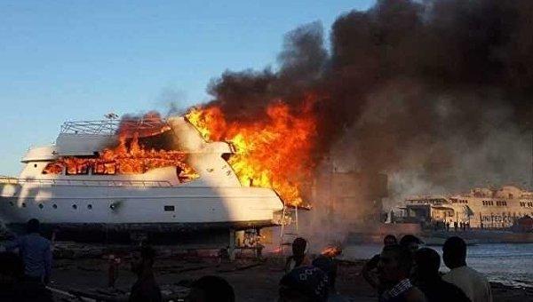 В Египте загорелось судно с туристами