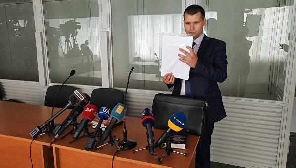 Земляк и футболист. Что известно об адвокате-бесплатнике, которого нашли для Януковича