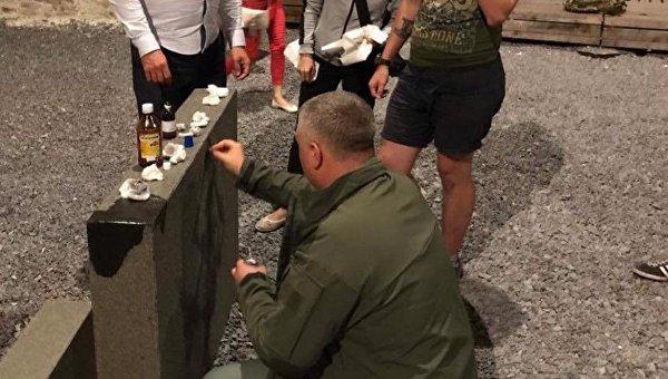Во Львове вандалы нарисовали свастику на еврейском мемориале