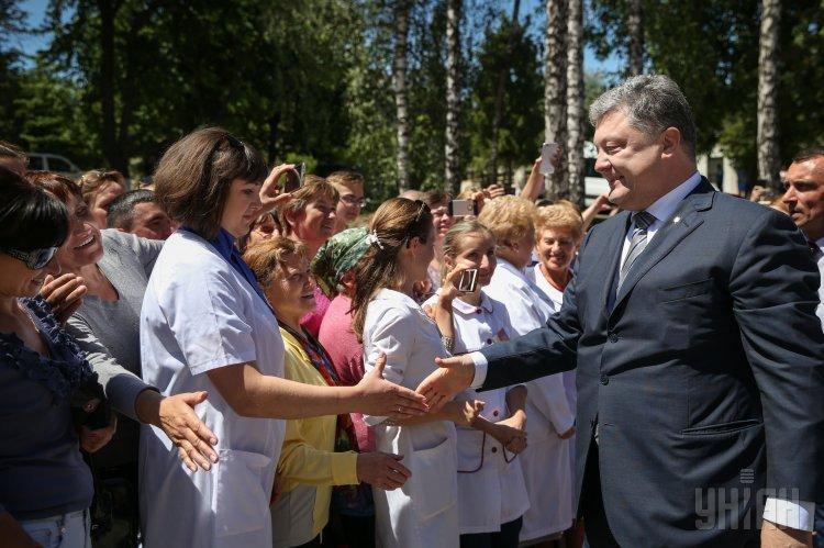 Президент Украины Петр Порошенко во время открытия лабораторного центра в Тернополе.