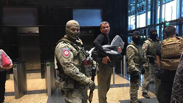 Силовики после обысков в редакции Вестей