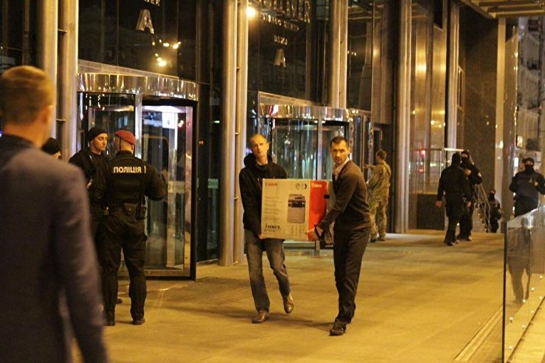 Обыск в холдинге Вестей завершен, силовики покинули здание