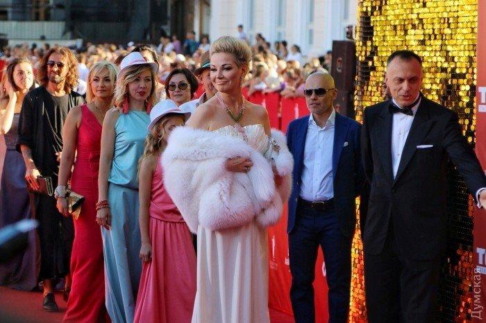 Красная дорожка Одесского кинофестиваля: Максакова в мехах, Жванецкий и Тигипко