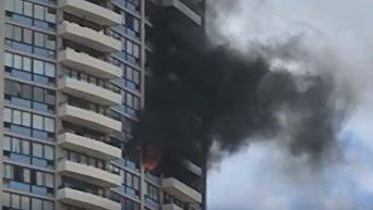 Пожар начался в жилой высотке в столице Гавайев. Видео