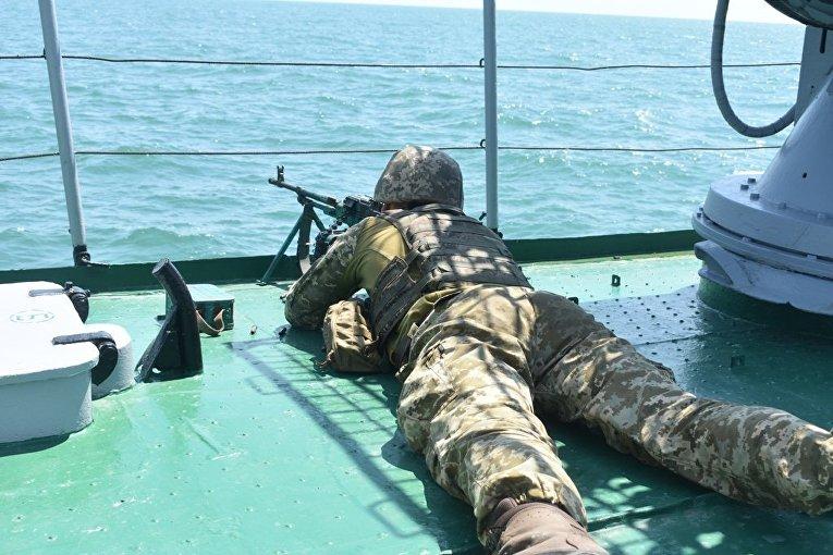 Николаевские десантники совместно с военными моряками отработали учебно-боевые задачи при переходе морем