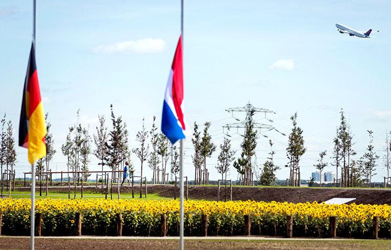 В Нидерландах открыли живой мемориал, посвященный жертвам катастрофы МН17
