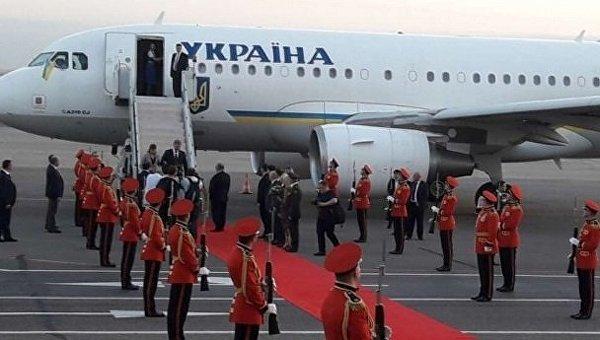 Президент Украины Петр Порошенко в понедельник прибыл в Грузию