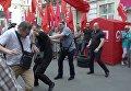 Под зданием Печерского суда Киева подрались депутаты