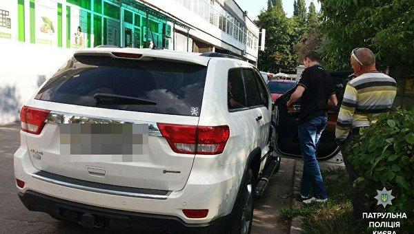 В Киеве группа мужчин устроила стрельбу из автомобиля