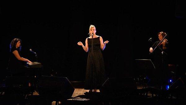 Погибла на своем концерте эстрадная певица Барбара Велденс воФранции