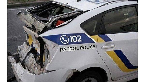 ВКиеве фургон протаранил автомобиль милиции