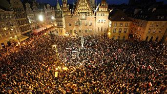 Митинг против закона о Верховном суде в Польше