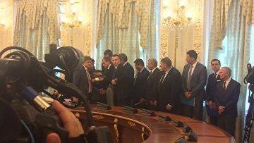 Встреча Порошенко и Лукашенко: упавший в обморок чиновник в реанимации
