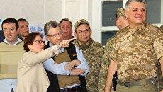 Спецпредставитель США по Украине Курт Волкер и посол США в Украине Мари Йованович