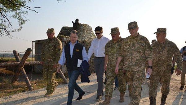 Специальный представитель Государственного департамента Соединенных Штатов Америки Курт Волкер в Донбассе