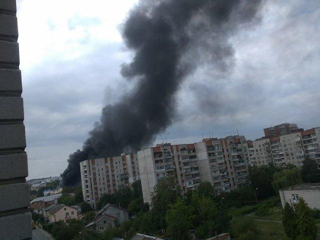 ВоЛьвове горел завод: первые кадры