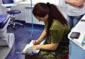 Полиция в стоматологическом кабинете в частной клинике в Мариуполе, где умер маленький ребенок