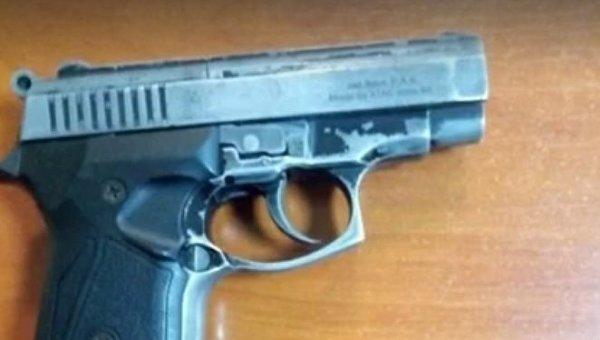 Полиция изъяла пистолет с патронами у мужчины в метро Киева