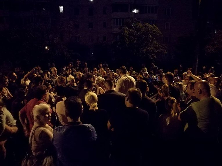 Виталий Кличко на встрече с протестующими на Дарнице