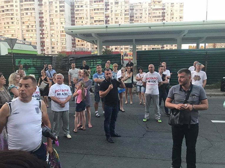 Акция протеста на ул. Ревуцкого в Дарницком районе Киева