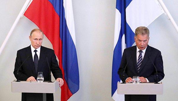 Президент РФ Владимир Путин и президент Финляндии Саули Ниинистё во время пресс-конференции в городе Савонлинна