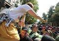 Потасовка сторонников экс-губернатора Одесской области Михаила Саакашвили с полицией  около АПУ