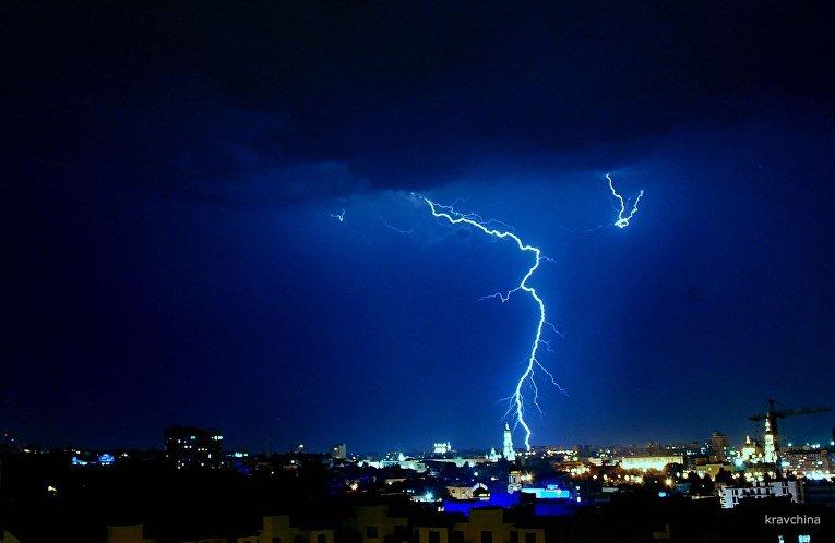 На Прикарпатті штормове попередження: вночі та вранці очікуються дощі та грози