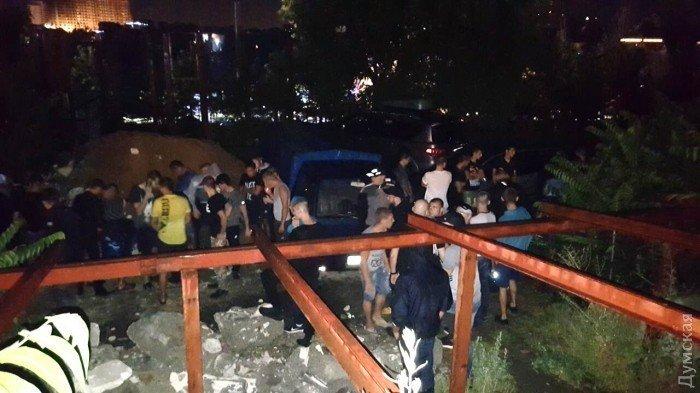 ВОдессе произошли столкновения из-за попытки силового захвата здания паркинга