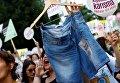 Протест против традиционной одежды в Стамбуле