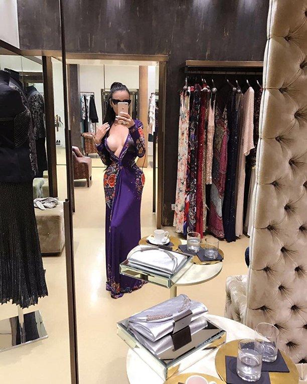 Бразильская модель Дженнифер Памплона в погоне за формами Ким Кардашьян