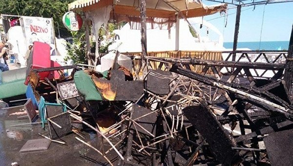 Очередной курортный пожар в Одессе: в Аркадии сгорело кафе