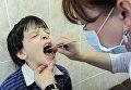 Профилактический осмотр детей. Архивное фото