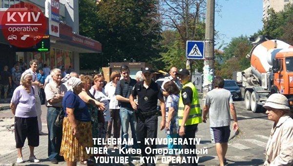 Жители против застроек: митингующие киевляне перекрыли улицу