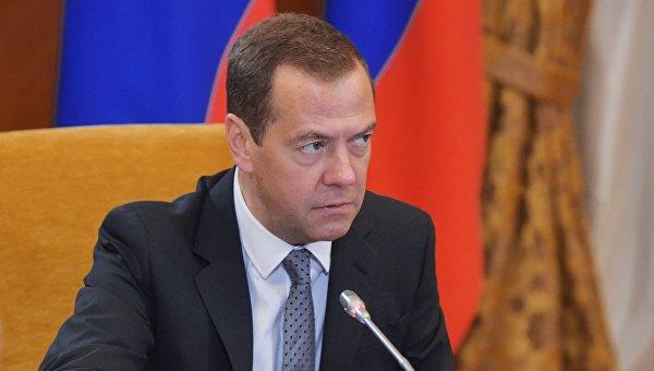 Медведев провел вФеодосии совещание поразвитию индустрии Крыма