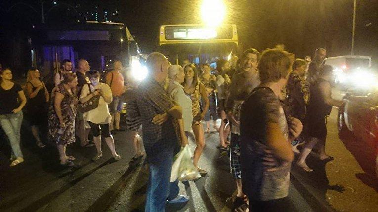 Люди перекрыли Харьковское шоссе в Киеве