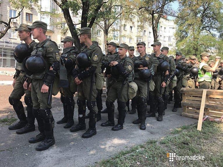 Протест на Харьковском шоссе: прибыли Нацгвардия и спецподразделение полиции